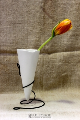 white-porcelain-vase-wire-french-le forge-.jpg